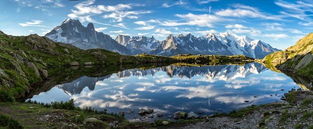 Mont blanc und gebirgszug der berge von chamonix