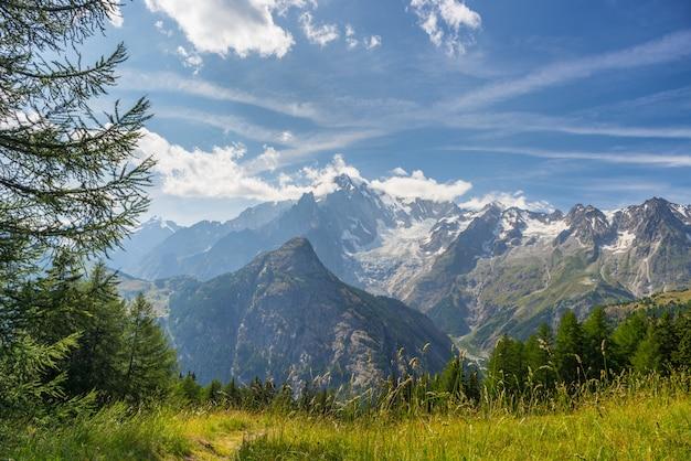 Monte bianco oder mont blanc bei gegenlicht, italienische seite