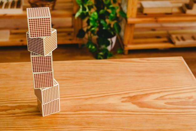 Montessori-unterrichtsmaterial für das lernen von kindern im bereich der mathematik