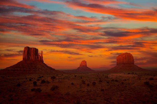 Monument valley sunset fäustlinge und merrick butte