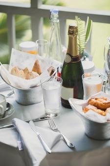 Morgen frühstück in der villa