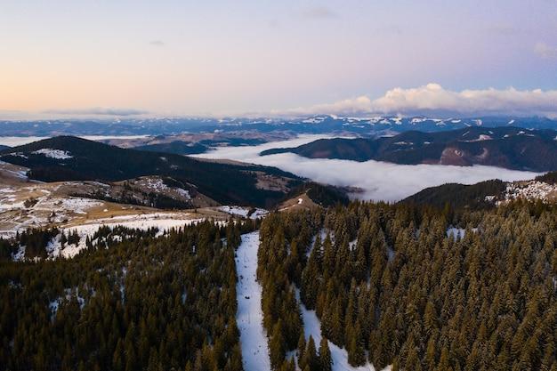 Morgen in den bergen. karpaten, ukraine, europa schönheitswelt
