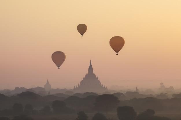 Morgenansicht in bagan, myanmar