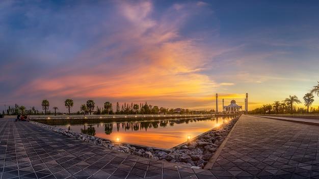 Moschee am abend.