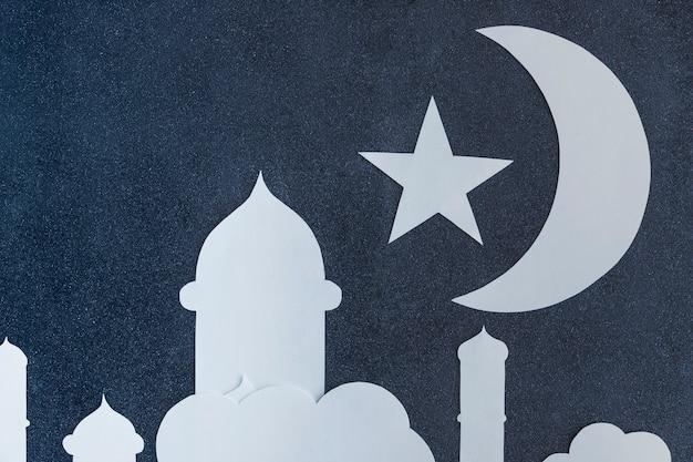 Moschee und halbmond mit wolken