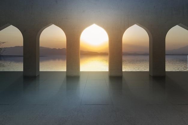 Moscheenfenster mit seeblick und sonnenuntergangshimmelhintergrund