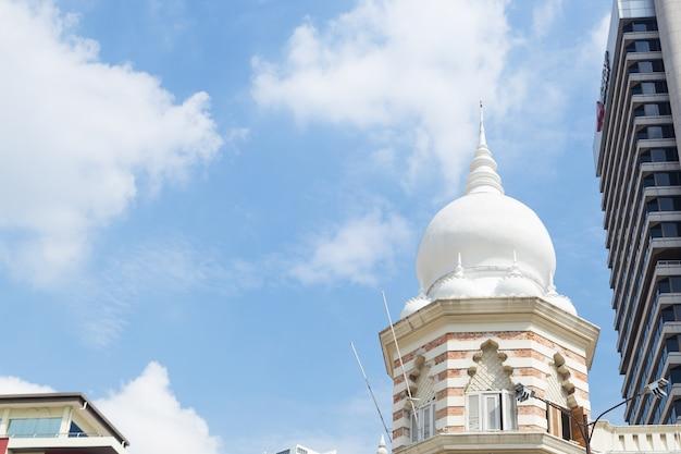 Moscheenhaube im stadtzentrum gelegen in malaysia.