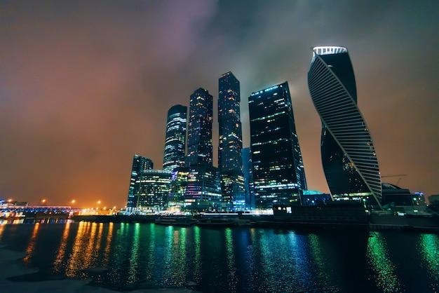 Moskau, russland am 25. dezember 2016: moskau-stadt, internationales geschäftszentrum moskaus, russland