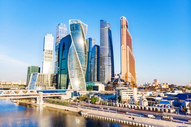Moskau stadt - blick auf wolkenkratzer