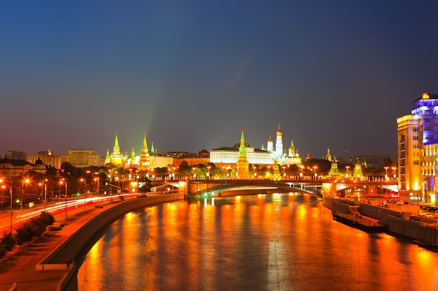 Moskauer kreml in der sommernacht