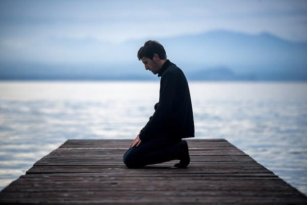 Moslemischer betender mann