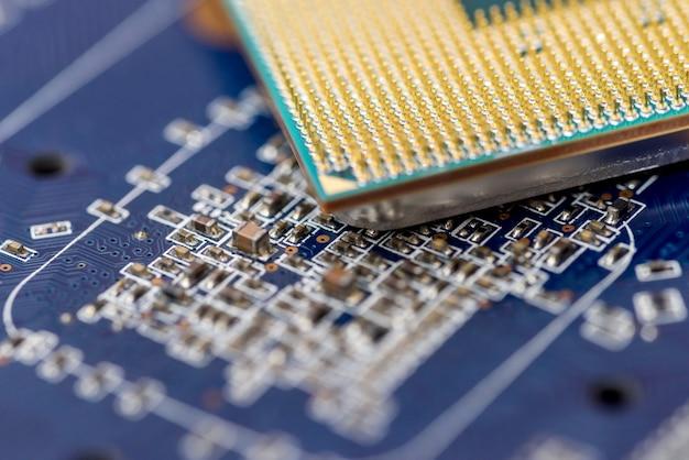 Motherboard mit cpu-chip auf nahaufnahme