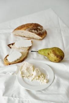 Motivfotos von käse in einem abschnitt, in dem die textur des käses sichtbar ist