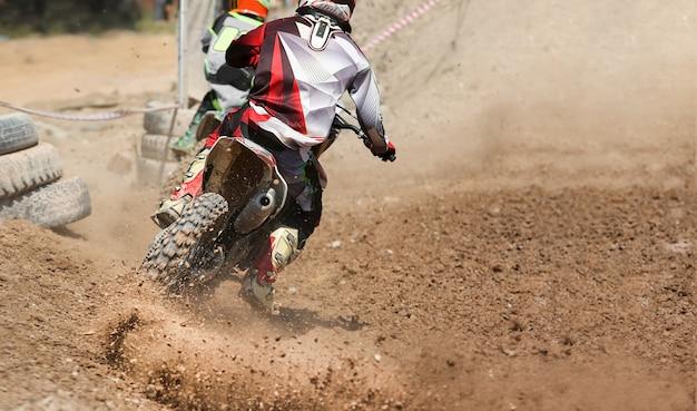 Motocross-geschwindigkeit auf der strecke.