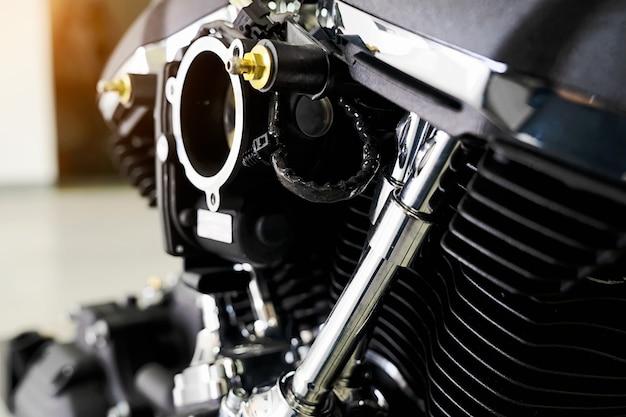Motorabdeckung cyclinder kopf des motocycle-motors. motorcycle motor mit sonnenlicht.