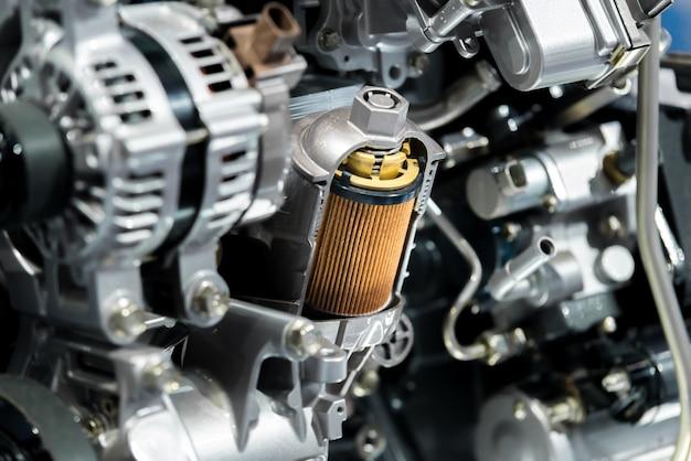 Motorölfilter-querschnittsanzeige innerhalb des maschinenmotors im auto.