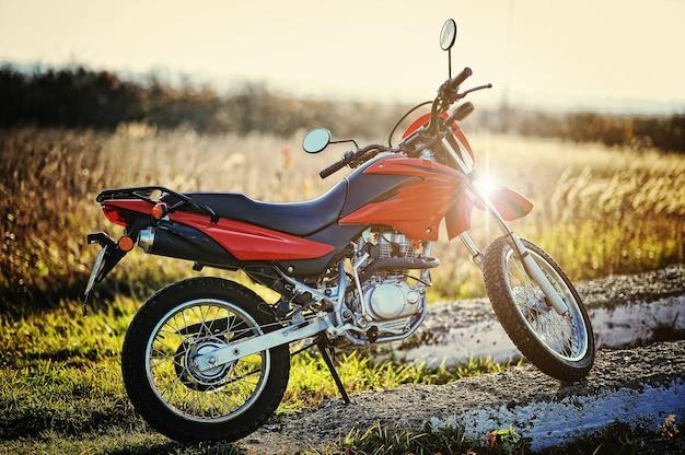 Motorrad auf sonnenuntergang sonnenschein bleiben