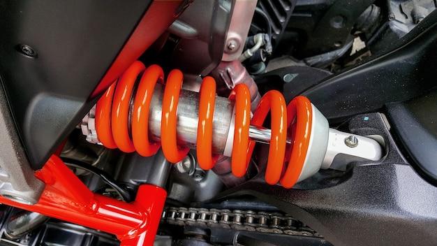 Motorrad-stoßdämpfer sind ein gerät zur absorption von stößen und vibrationen