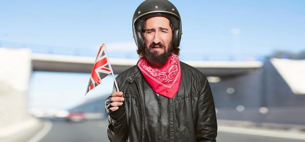 Motorradfahrer mit england flagge