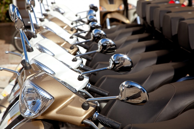 Motorroller motorräder detail in einer reihe