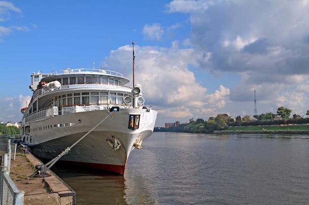 Motorschiff am kai