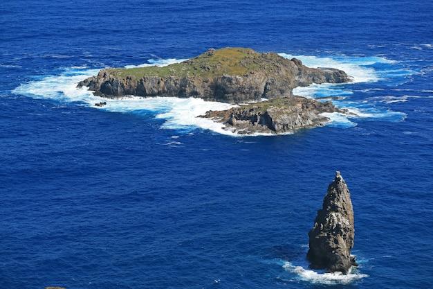 Motu nui island, mit dem motu iti island und motu kao kao sea stack, osterinsel, chile