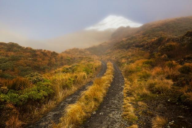 Mount taranaki / mount egmont im egmont-nationalpark, nordinsel, neuseeland. schöne naturlandschaften