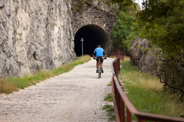 Mountainbikeradfahrer-reitbahn