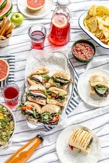 Mozzarella-schieber, sommer-picknick-sandwiches