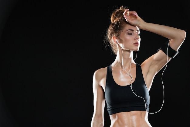 Müde fitnessfrau