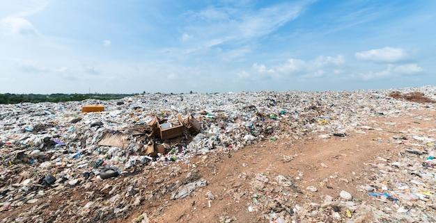 Müll in municipal deponie für den hausmüll