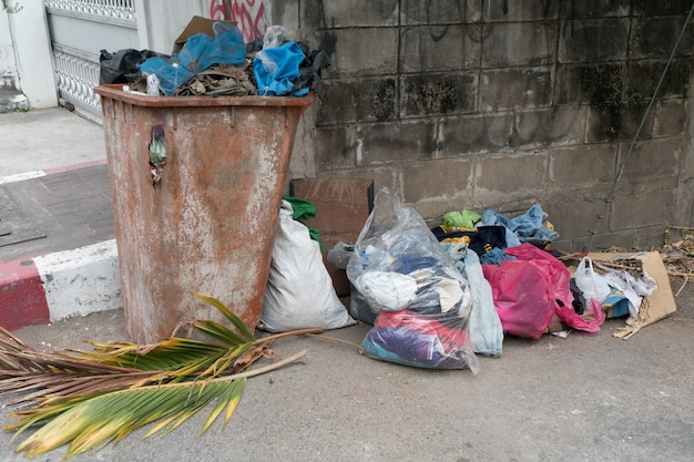 Mülleimer im freien