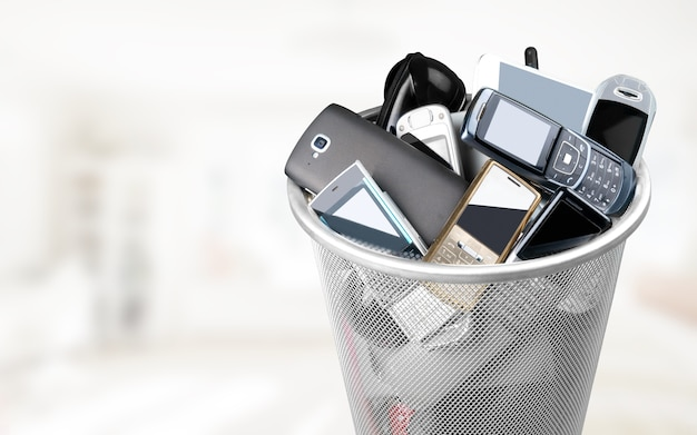 Mülleimer voller alter handys