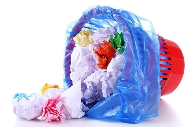 Mülltonne, isoliert auf weiß