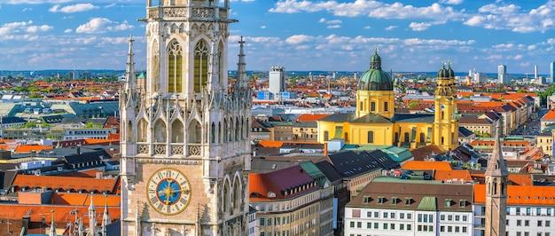Münchner skyline mit rathaus marienplatz in deutschland