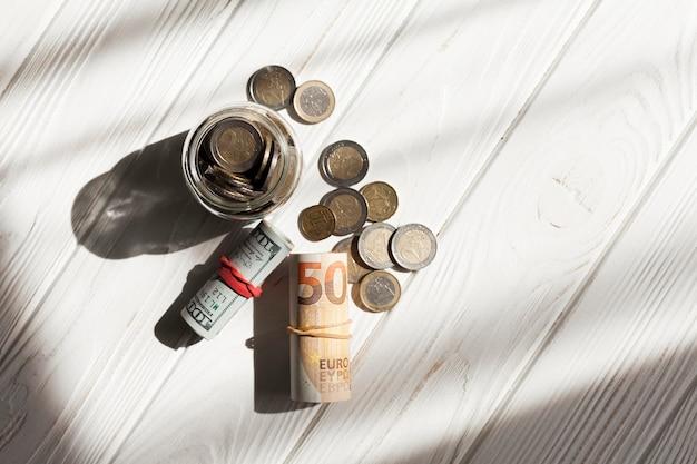 Münzen und geldrollen