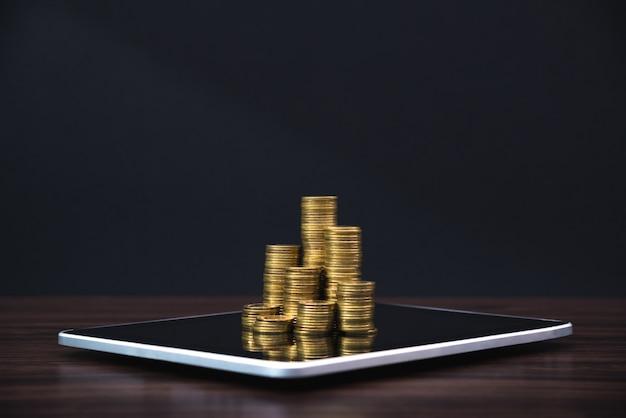 Münzenstapel mit tablette