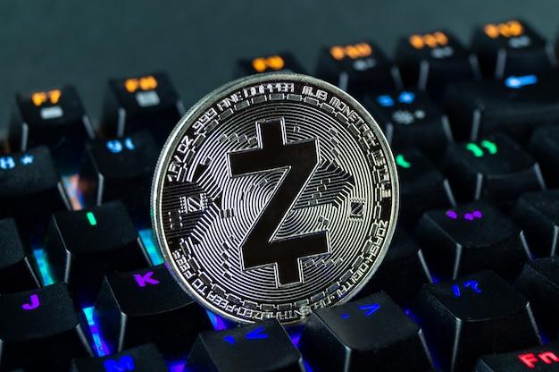 Münzkryptowährung zcash nahaufnahme der farbcodierten tastatur.