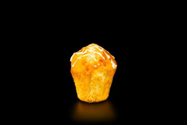 Muffin mit orangenmarmelade und zuckerguss an der spitze