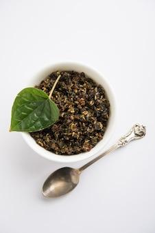 Mukhwas oder tambul ist eine feine mischung aus paan masala. es ist ein beliebter munderfrischer aus indien, der nach den mahlzeiten konsumiert wird. auch der göttin durga devi in puja . angeboten