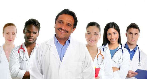 Multi ethnische doktoren des indischen lateinischen sachverständigenarztes