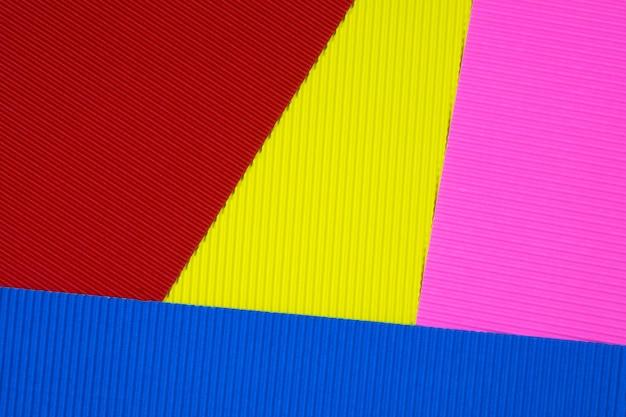 Multi farbiger wellpappenbeschaffenheitshintergrund.