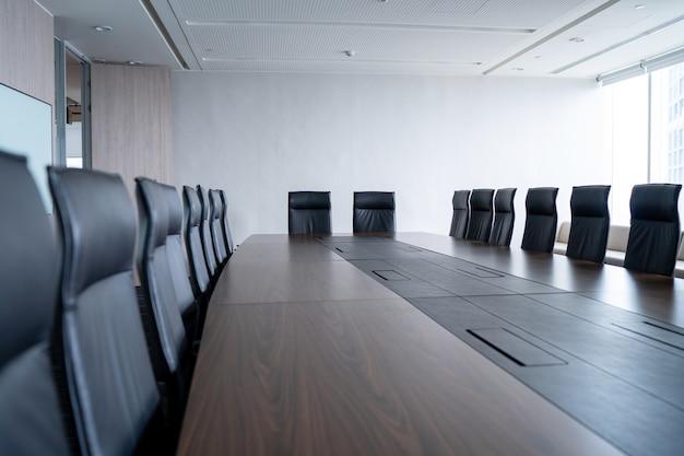 Multi-person-konferenzraum und bequemen stuhl ist ordentlich und ordentlich