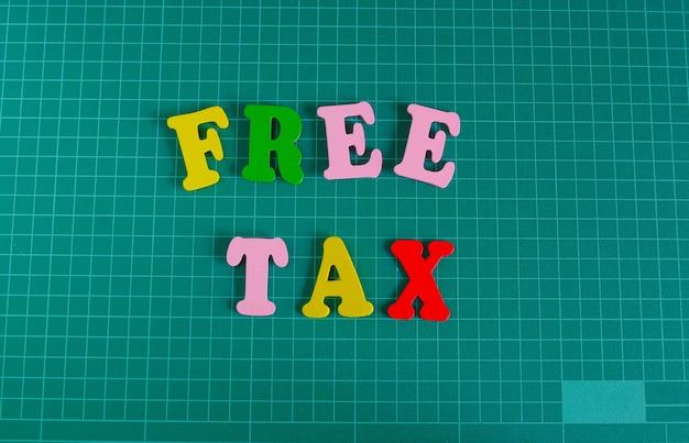 Multicolor text free tax auf grüne schneidematte.