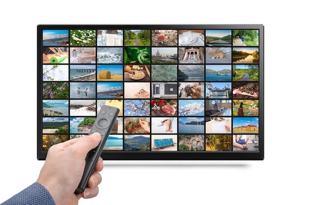 Multimedia-streaming-konzept person hält fernbedienung