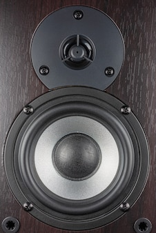 Multimediasystem aus holz. audio-lautsprecher...