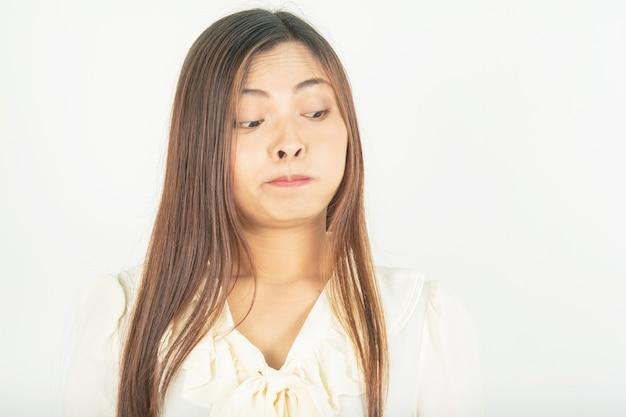Mund und mundwasser schlucken. und atem und bakterien im mund