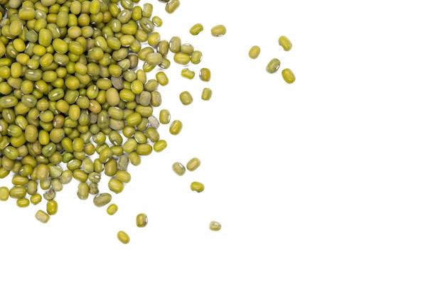 Mungobohne, lokalisiert, nahes hohes. maash, moong oder grüne gramm bohnen.