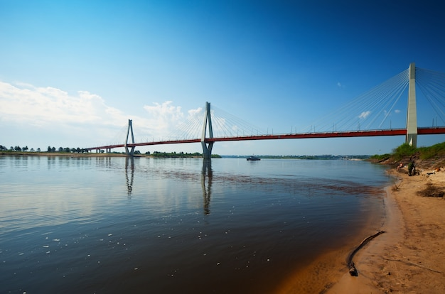 Murom-kabelbrücke durch den oka-fluss
