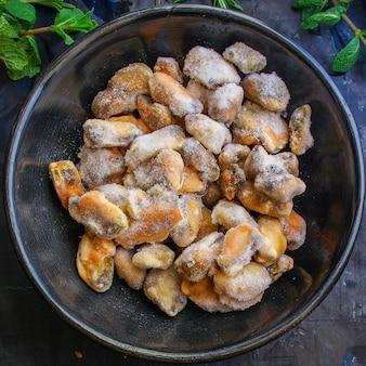 Muscheln gefrorene meeresfrüchte halbfertig